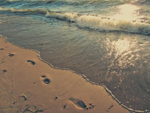 footprints_by_the_sea_by_allyalltheway-d5d8mc0